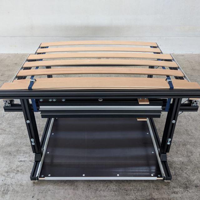 Einbaubett Mercedes Viano / Vito kompakt, seitliche Ansicht, mit Lattenrost